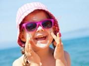 Làm mẹ - Cho con đeo kính râm mùa hè coi chừng hỏng mắt