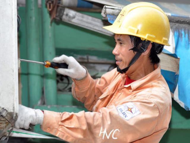 Nắng nóng 40 độ, EVN Hà Nội nhận cả nghìn cuộc gọi