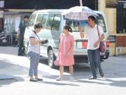 Nhọc nhằn vác bụng bầu đi viện ngày nắng nóng 40 độ C