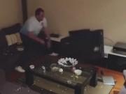 Clip Eva - Video: Chồng đập vỡ tivi vì bị vợ chơi khăm không cho xem bóng đá