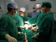 Tin tức - Phẫu thuật khối u buồng trứng nặng 2kg cho cháu bé 11 tuổi