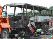 Tin tức - Xe bus chở 56 người bốc cháy ở TQ, 35 người thiệt mạng