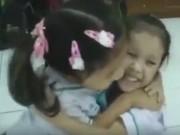 Tin tức - Trẻ em Thái Lan bắt đầu ngày học bằng việc ôm nhau