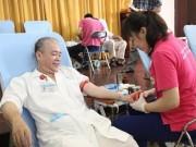 Tin tức - Hàng trăm bác sĩ chia sẻ giọt máu với sản phụ và trẻ sơ sinh