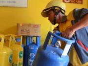Mua sắm - Giá cả - Giá gas giảm 14.000 đồng/bình 12kg
