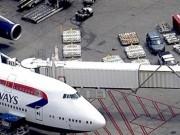 Tin tức - Máy bay hạ cánh khẩn cấp vì hành khách đánh vợ