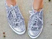 Video: Làm mới giày thể thao theo style lóng lánh