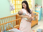 Làng sao - Hoa hậu Thu Hoài quấn quýt trẻ nhỏ