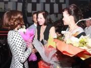 """Làng sao - Quan hệ mẹ chồng - nàng dâu """"bất thường"""" trong showbiz Việt"""