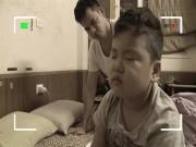 """Clip Eva - Con trai Xuân Bắc cover """"Nắm lấy tay anh"""" siêu lém lỉnh"""