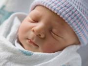 """Những dấu hiệu """"lạ"""" nhưng không đáng lo ở trẻ sơ sinh"""