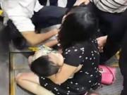 Tin tức - Bé trai 4 tuổi bị kẹt chân trong thang cuốn tại Hà Nội