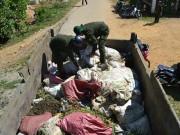 Tin tức - Người dân tự nguyện giao nộp 10 tấn quặng vàng