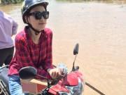 Làng sao - HH Diễm Hương tự lái xe máy, đội nắng đi từ thiện