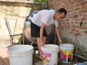Tin tức - Nắng nóng 38 độ C, người HN phải đi tắm nhờ vì mất nước