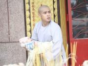 """Làng sao - Hồ Quang Hiếu cạo đầu """"đi tu"""" mùa Vu Lan"""