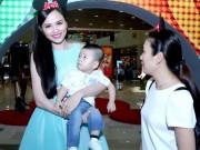 """HH Diễm Hương """"mê mẩn"""" con trai Thanh Thảo Hugo"""