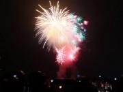 Tin tức - Người dân Thủ đô đội mưa xem pháo hoa mừng Quốc khánh