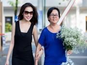 Mẹ Giang Hồng Ngọc đưa con gái đi chạy show