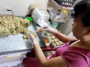 Cận cảnh quy trình làm bánh trung thu truyền thống ở Hà Nội