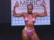 Clip Eva - Cụ bà 77 tuổi bụng 6 múi nhờ tập thể hình
