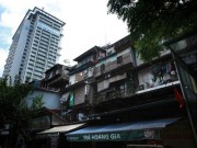Thấp thỏm sống trong chung cư xập xệ giữa Thủ đô