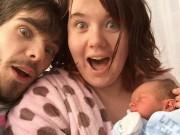 """Bà bầu - Mẹ trẻ """"hốt hoảng"""" vì đau đẻ mới biết có thai"""