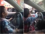 Tin tức - Bố chỉ con 4 tuổi lái ô tô trên đường