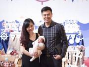 Con trai MC Tuấn Tú đáng yêu trong tiệc đầy tháng