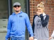 Làng sao - Leo DiCaprio tay trong tay dạo phố cùng bạn gái 9X