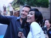 Làng sao - Kathy Uyên rạng rỡ chụp ảnh cùng Hugh Jackman