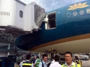 Tin tức - Máy bay hiện đại nhất VN vỡ cửa do va vào ống lồng nhà ga