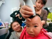Làm mẹ - Sai lầm từ thói quen cạo trọc đầu trẻ sơ sinh mùa hè cho mát