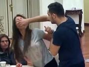 Tin tức - Video chồng đánh vợ ngay trên sóng truyền hình trực tiếp gây sốc