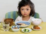 Làm mẹ - 3 sai lầm cực lớn của cha mẹ Việt khiến trẻ càng ngày càng biếng ăn