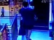 Clip Eva - Video: Tai nạn thang cuốn kinh hoàng, 2 bố con tử nạn