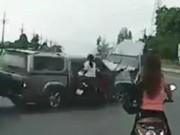 Clip Eva - Video: Tai nạn kinh hoàng khi núp sau ô tô