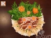 Tự tỉa hoa cà rốt trang trí món ăn