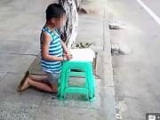 Tin tức - Mẹ hổ đánh đập, bắt con quỳ gối làm bài giữa đường gây tranh cãi mạng xã hội