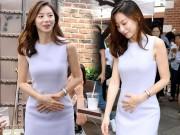 Làng sao - Bà xã Bae Yong Joon liên tục lấy tay che bụng bầu