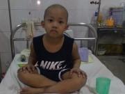 Tin tức - Bé 6 tuổi bị ung thư máu và câu hỏi bao giờ con đi học khiến người mẹ quặn lòng