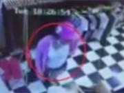 Clip Eva - Video: Nữ quái trộm đồ rồi nhét vào