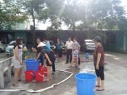 Người HN nhịn tắm, đi vệ sinh nhờ vì mất nước 3 tháng ròng