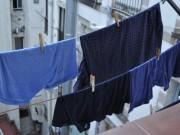 Nhà đẹp - Mưa gió bão bùng, mách chị em 5 mẹo hong khô nhanh quần áo