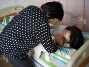 Làm mẹ - 8 kiểu người nên mạnh dạn từ chối cho bế, hôn con nhỏ