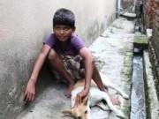 Clip Eva - Video: Kỳ lạ cậu bé 10 tuổi nghiện... bú sữa chó