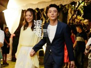 Làng sao - Hoắc Kiến Hoa nắm chặt tay Lâm Tâm Như trong tiệc trước đám cưới