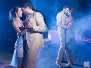 Làng sao - Cô dâu Hà Anh đi chân trần nhảy cùng chú rể trong tiệc cưới tối