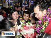 Vợ Hoàng Xuân Vinh bật khóc giây phút gặp lại chồng