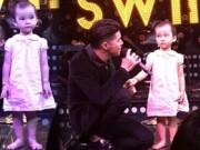 """Clip Eva - Video: Em bé """"đứng hình"""" khi nghe Noo Phước Thịnh hát"""